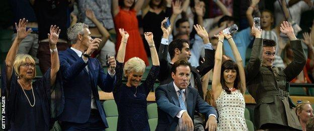 Mexican wave on Centre Court