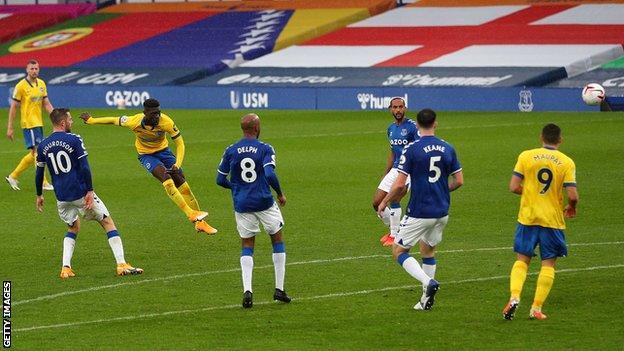 Brighton'dan Yves Bissouma, Everton'a karşı gol attı