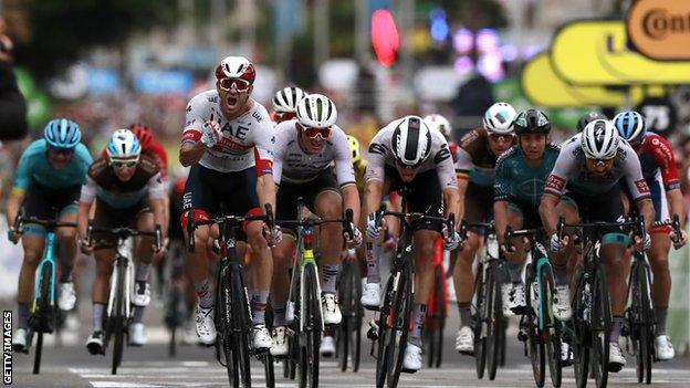 Alexander Kristoff wins the opening stage