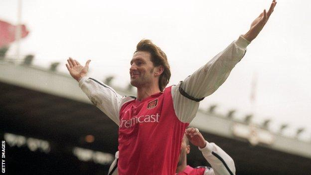 Tony Adams celebrating scoring a goal for Arsenal
