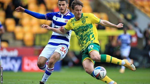 Kieran Dowell scores for Norwich against Reading