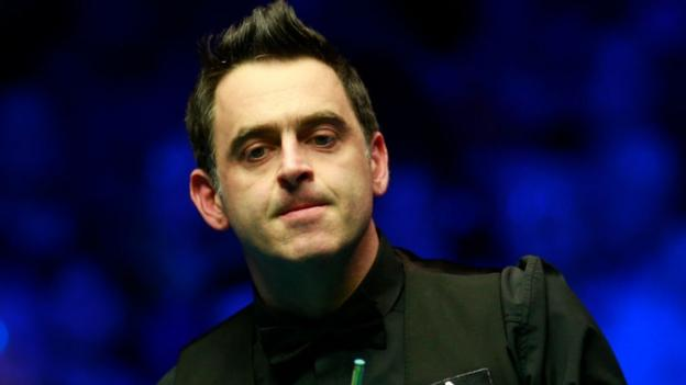 Tour Championship: Ronnie O'Sullivan holds lead over Neil Robertson thumbnail