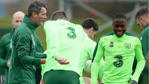 Roy Keane and Michael Obafemi in training with the Republic of Ireland