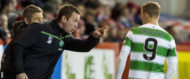 Celtic manager Ronny Deila instructs Leigh Griffiths