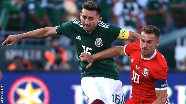 Wales midfielder Aaron Ramsey (R) challenges Hector Herrera of Mexico during the draw in Pasadena