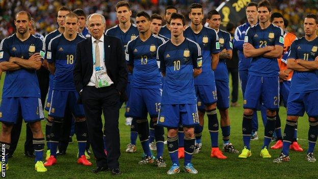 Alejandro Sabella (in the suit) with his Argentina players after the 2014 World Cup final