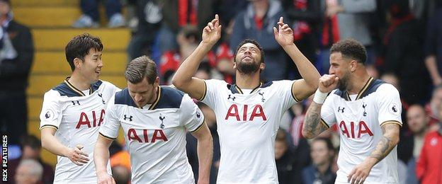 Mousa Dembele (second from right)