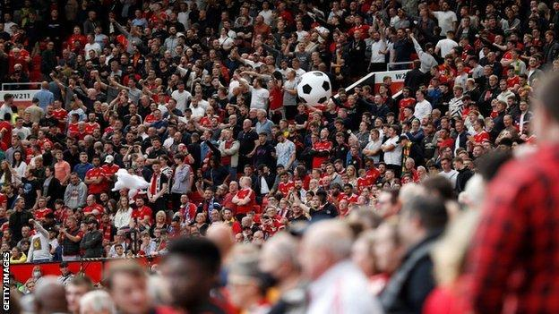 Ventiladores del Manchester United, Leeds United, Premier League, Old Trafford