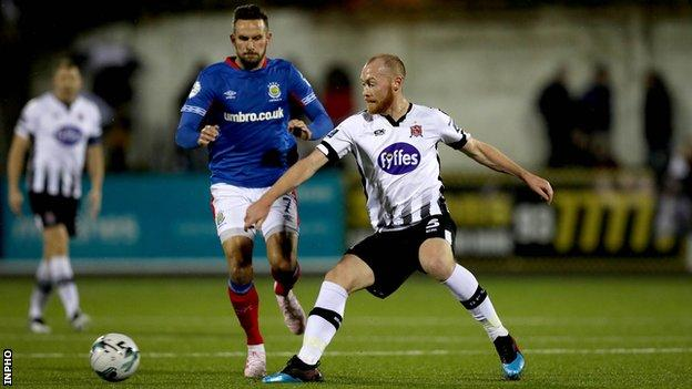 Dundalk's Chris Shields battles with Linfield's Andrew Waterworth at Oriel Park