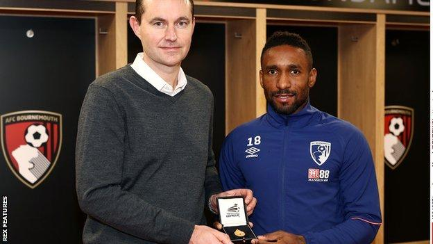 Jermain Defoe is presented with his 2008 medal by EFL head of youth and development David Weatherall