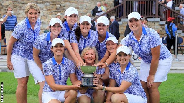 The Great Britain and Ireland team celebrate with the Curtis Cup trophy in 2016