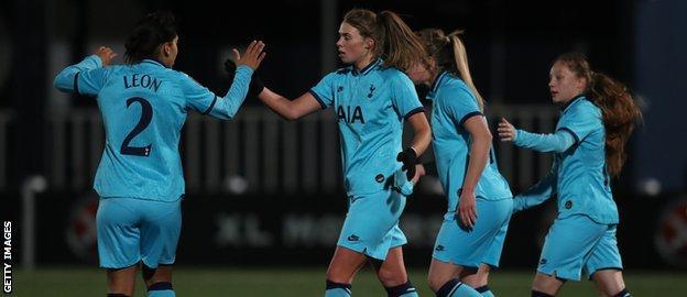 Spurs celebrate Rianna Dean's penalty kick