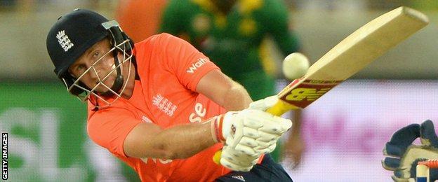 Joe Root bats for England against Pakistan