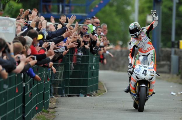 Ian Hutchinson celebrates his record-breaking fifth win in 2010