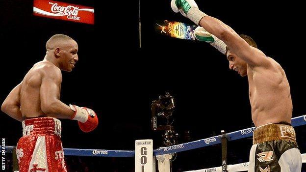 Amir Khan beats Devon Alexander