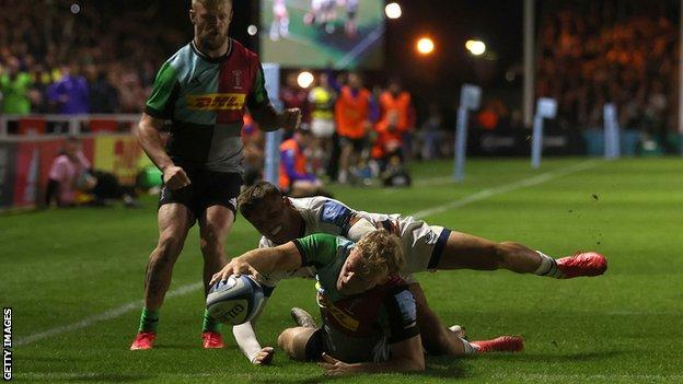 Louis Lynagh scores a try
