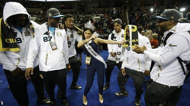 Pia Wurtzbach and the Panthers players