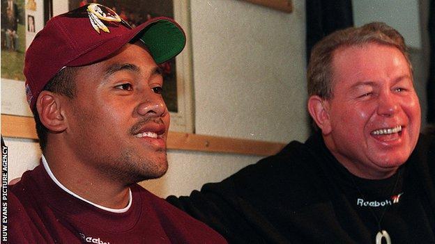 Phil Kingsley Jones and Jonah Lomu in 1995