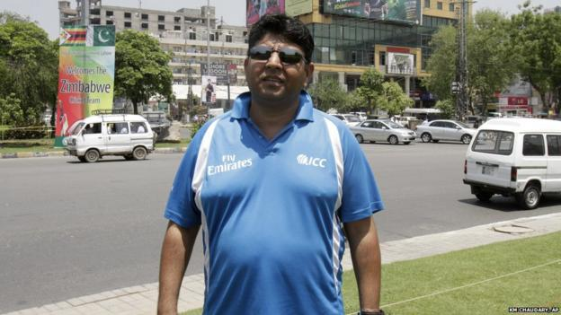 Pakistani cricket umpire Ahsan Raza, poses for a photograph on his way to the stadium in Lahore (20 May 2015)