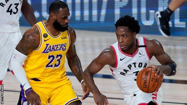 OG Anunoby (right) comes up against LA Lakers' LeBron Jame