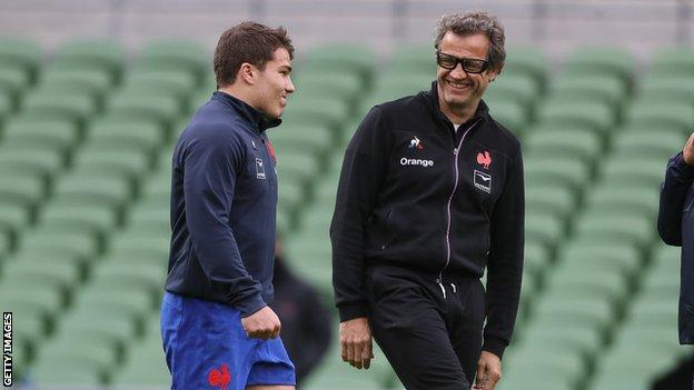 Antoine Dupont and Fabien Galthie in training