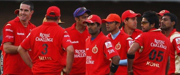 Kevin Pietersen and his Royal Challengers Bangalore team-mates