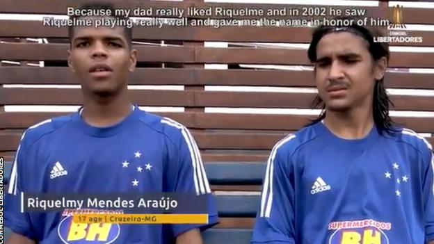 Rikelmi Mendes Arazo (izquierda) charla sobre Rikelmin Hay Day