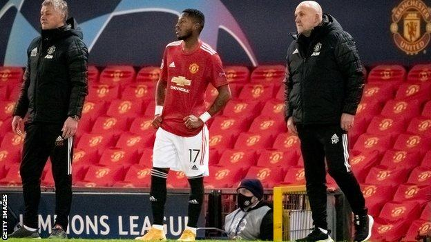 Manchester United patronu Ole Gunnar Solskjaer, orta saha oyuncusu Fred ile