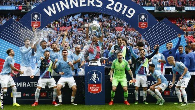 Manchester City, 2019'da FA Cup'ı kazanmayı kutladı