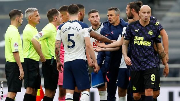 Nuno Santos protests to match officials while surrounded by Tottenham and Newcastle players