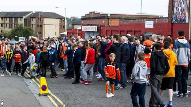 Dundee United fans outside Tannadice