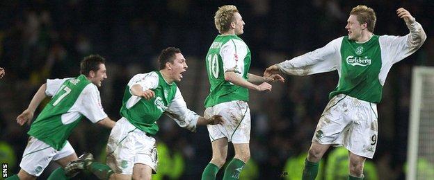 Hibs players celebrate the 2004 semi-final win