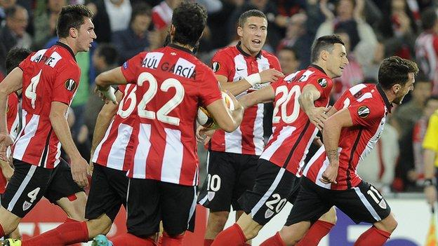 Athletic Bilbao celebrate a goal from striker Aritz Aduriz