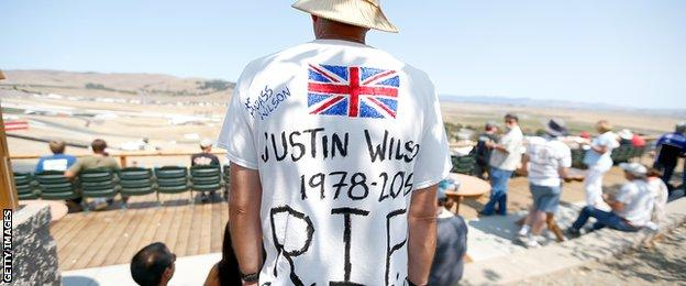 Fans pay tribute to Justin Wilson