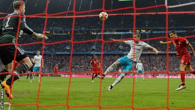 Robert Lewandowski scores for Bayern Munich against Schalke