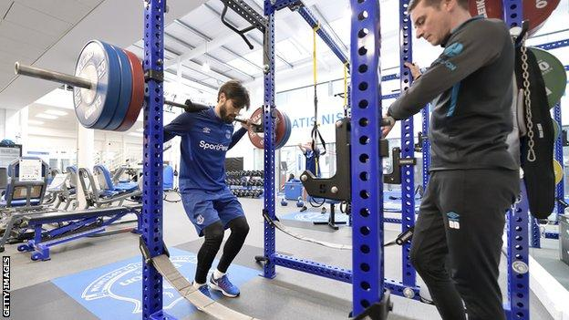 Andre Gomes in weight training