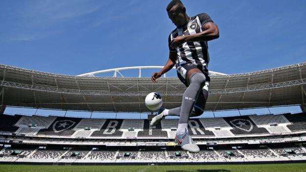 Salomon Kalou at his Botafogo unveiling