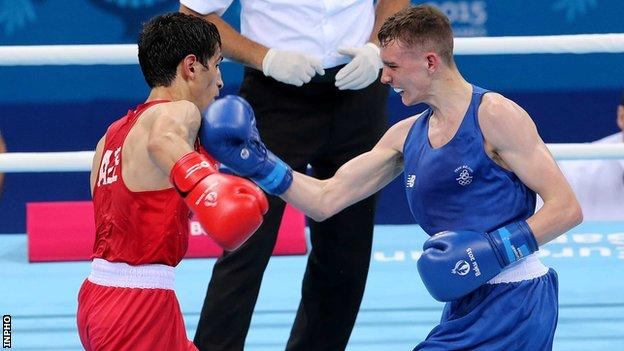 Brendan Irvine lands a right hand on Alizada during Monday's contest