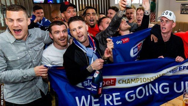Sheffield United players celebrate promotion
