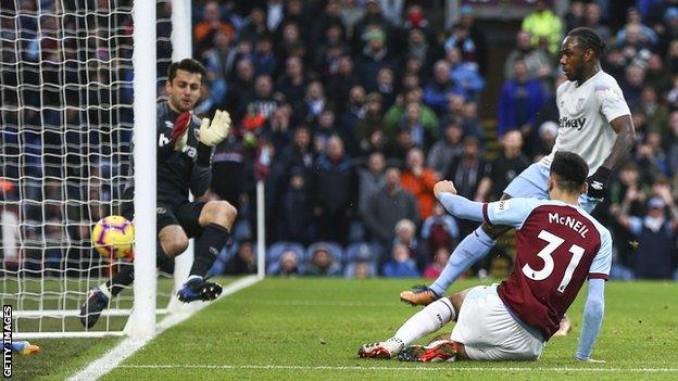 Dwight McNeil scores for Burnley