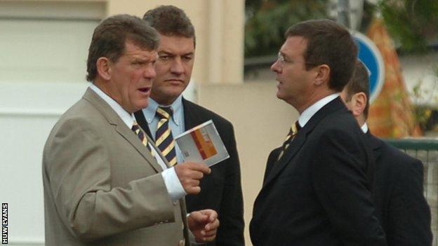 Failure at the 2007 World Cup ended Gareth Jenkins' (L) time as Wales coach and left WRU chief Roger Lewis (R) searching for a replacement