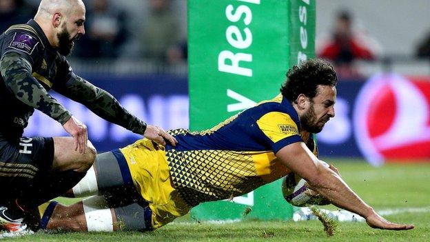 Marco Mama scores a try for Worcester