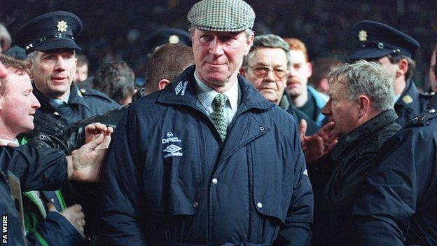 Jack Charlton: Tributes paid by England, Republic of Eire and former golf equipment thumbnail