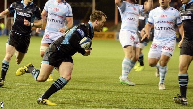 Stuart Hogg scores for Glasgow