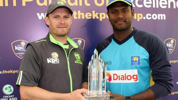 Ireland captain William Porterfield with Sri Lankan skipper Angelo Matthews with the ODI trophy