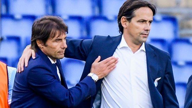 Antonio Conte congratulates Lazio's Italian coach Simone Inzaghi (R)