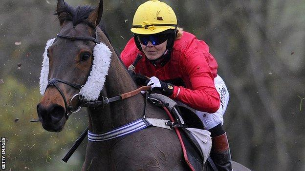 Victoria Pendleton riding in a point-to-point