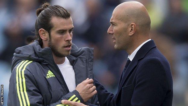 Gareth Bale (left) with Zinedine Zidane