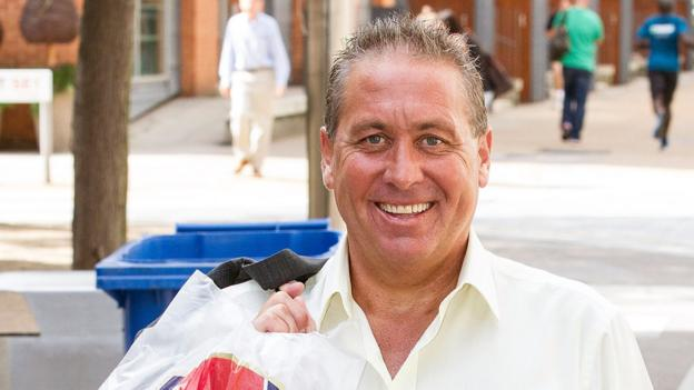 Kenny Sansom: Ex-Arsenal & England defender in hospital thumbnail