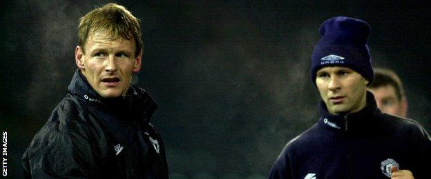Teddy Sheringham and Ryan Giggs training together